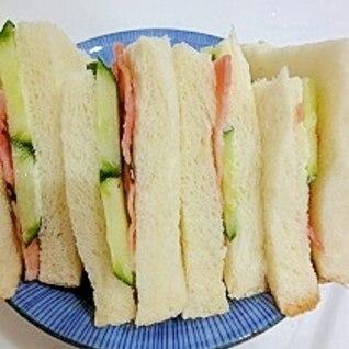 ベーコンときゅうりのサンドイッチ