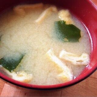 即席、鍋いらずの味噌汁一人分。