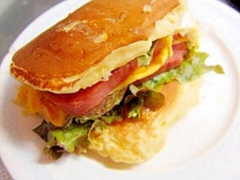 簡単!ボリューミー♪スパムと卵のパンケーキバーガー