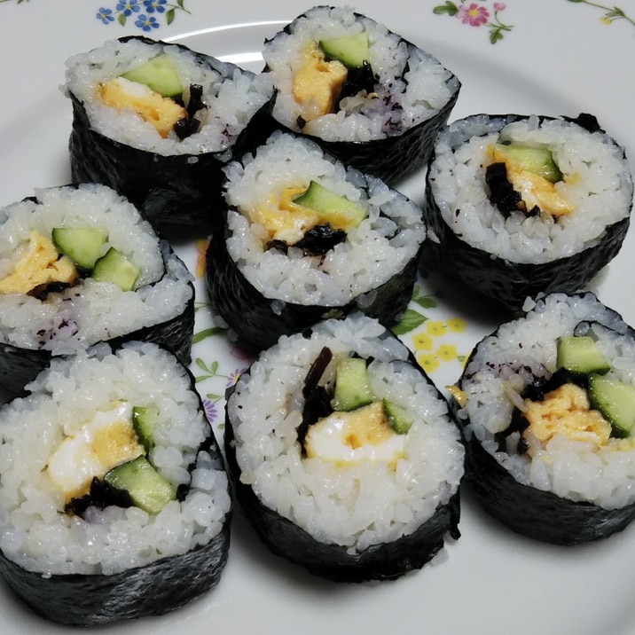 卵焼きときゅうりと昆布の佃煮の海苔巻き☆