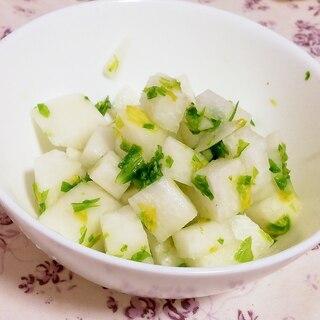 ポリ袋で簡単作りおき!大根とセロリの葉で甘酢漬け