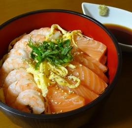 サーモンとえびの海鮮丼