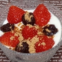 豆乳ヨーグルトに苺とあんこ玉のデザート