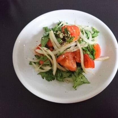 こんにちは!はじめまして。 春菊独特の香りがいいサラダですね。春菊=鍋 しか使い方をよく知らなかったので 新鮮でした。美味しかったです。ごちそうさま