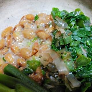 納豆とつるむらさきの和え物