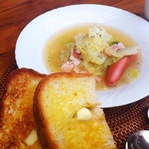 キャベツとニンジンのコンソメスープ