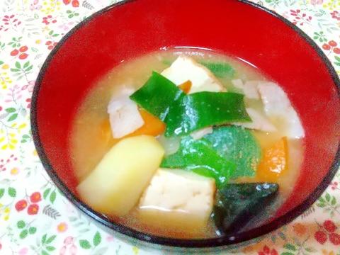 緑の綺麗な岩津ねぎ入り豚汁♪