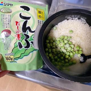 こんぶ出汁の素で簡単豆ご飯☆