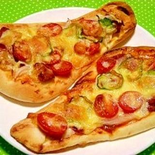 ナンでピザ☆ソースはケチャップとチリソースが旨っ♪