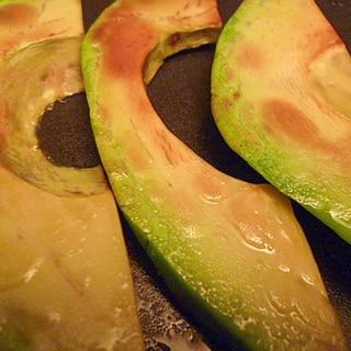 硬いアボカドに遭遇→アボカドのバター醤油焼き