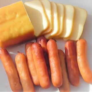 燻製器で超簡単!チーズとソーセージの燻製