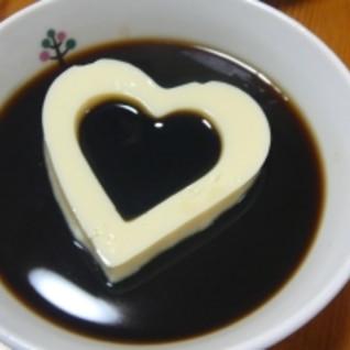 コーヒー、豆乳、ゼリーのコラボ ハートのモチーフ