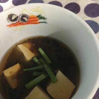 鰹節を加えたシンプル豆腐スープ