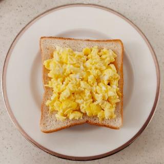 バターと牛乳で☆スクランブルエッグトースト
