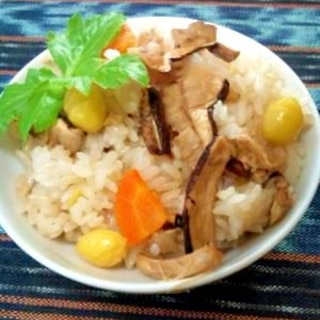 国産まつたけ定番は、素直にシンプルやっぱり松茸ご飯