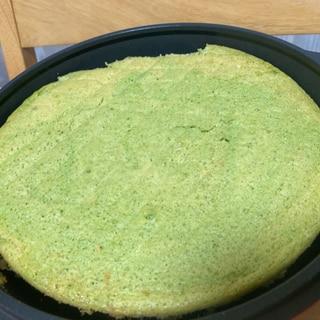 子どもも大人も嬉しい☆小松菜のスポンジケーキ