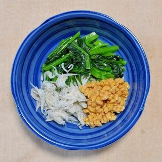 小松菜のめんつゆ炒めとしらす納豆添え
