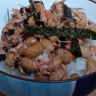 あみえび、海苔、おかかの納豆ごはん