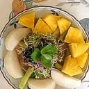 リーフレタス 、梨、パインのサラダ
