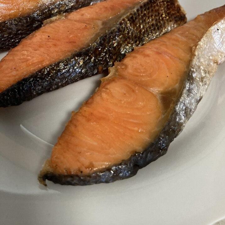 パリパリっと綺麗な鮭の香ばしい塩焼き✴︎