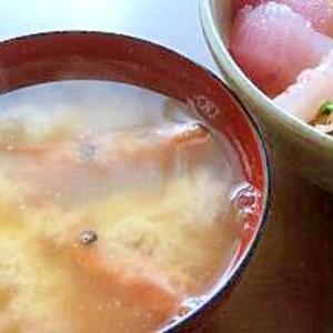 捨てないで!甘エビの頭と卵・豆腐の味噌汁