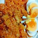 鶏肉とレタスのケチャップご飯炒めゆで卵添え