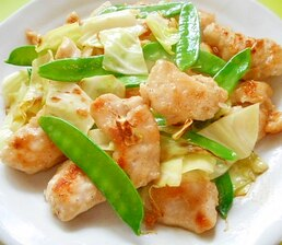 鶏むね肉とキャベツ絹さやのあっさり炒め