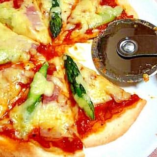 ベーコンとアスパラのピザ