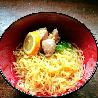 ヤマサ塩レモンつゆの鶏ハム風のせ冷やしラーメン