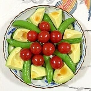 スナップえんどうとアボガド、ミニトマトのサラダ