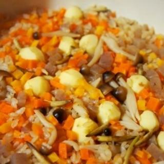出汁いらず、土鍋で簡単中華おこわ風炊き込みご飯