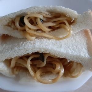 簡単☆朝ごパン☆食パンに挟むだけ焼きそばパン