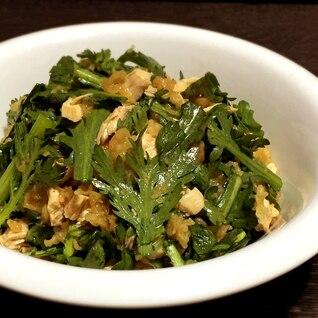 揚げ玉で「鶏と春菊のたぬきサラダ」