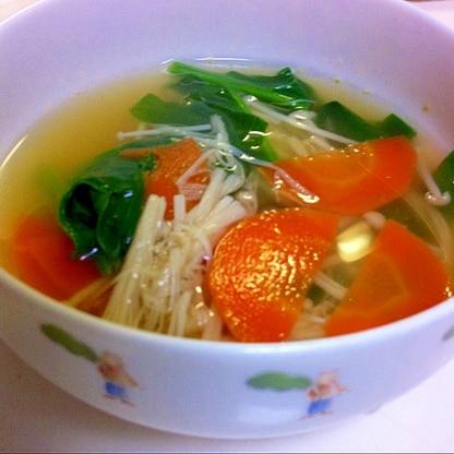 ほうれん草と人参で  緑黄色野菜スープ