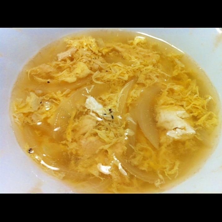 玉ねぎと卵のコンソメスープ