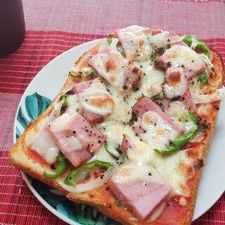 パンで朝食♪野菜たっぷりベーコンピザトースト