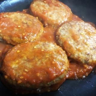 業務スーパーの焼上ハンバーグとトマトソース