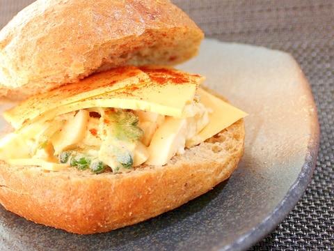 ゴーヤとパプリカ鶏ハムと卵のサンドイッチ