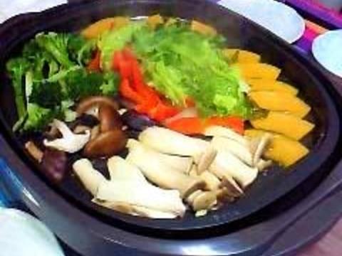 ホットプレートで作る彩り蒸し野菜