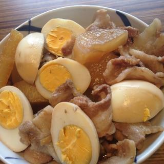 大根と豚バラのゆで卵を入り煮物