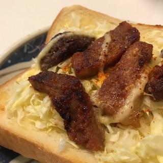 厚切り豚とキャベツのBBQマヨトースト
